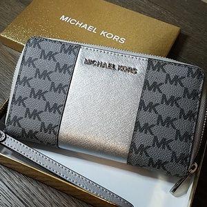 MICHAEL Michael Kors Wallet / Wristlet